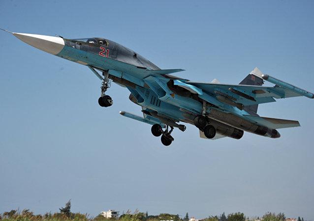 Su-34 de las Fuerzas Aéreas de Rusia en el aeródromo de Hmeymim en Siria