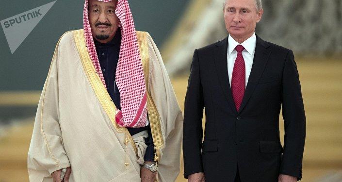 El rey de Arabia Saudí, Salman bin Abdulaziz Saud, y el presidente de Rusia, Vladímir Putin