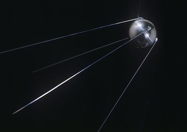 El primer satélite artificial de la Tierra, Sputnik