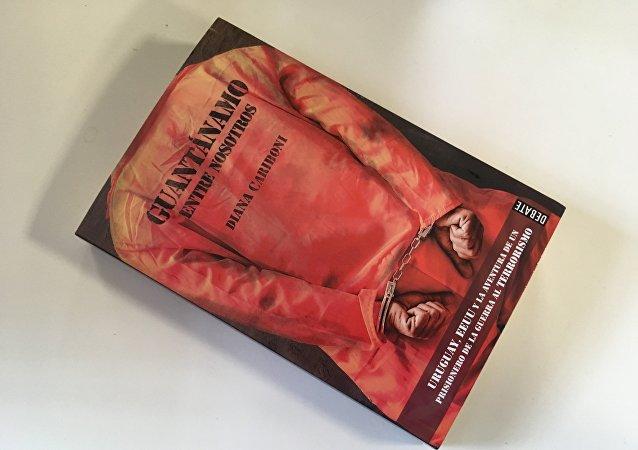 El libro 'Guantánamo entre nosotros', escrito por Diana Cariboni, redactora jefa de la mesa Américas de Sputnik.