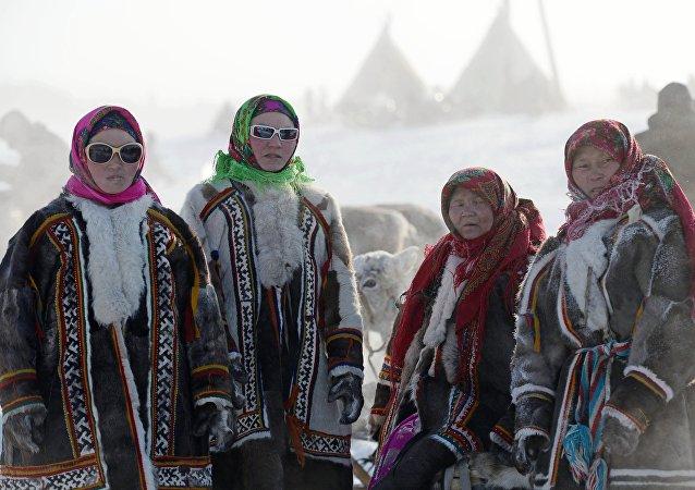 Habitantes del distrito federal ruso Yamalia-Nenetsia (archivo)