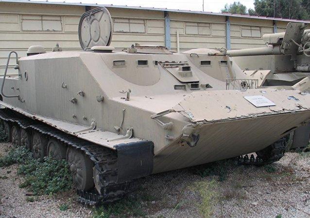 Vehículo de transporte blindado BTR-50 (archivo)