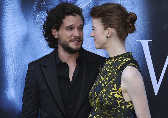Kit Harington con su novia, Rose Leslie