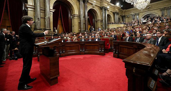 Rajoy reclamó a Puigdemont que aclare si declaró la independencia — ARGENTINA