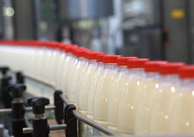Fabricación de leche (imagen referencial)