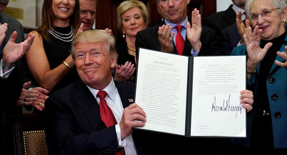 Trump firma orden para comenzar a desmantelar la