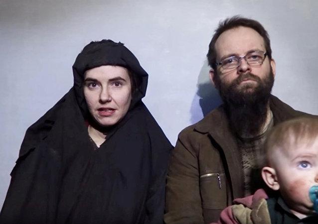 Caitlan Coleman, su esposo Joshua Boyle y sus hijos (archivo)