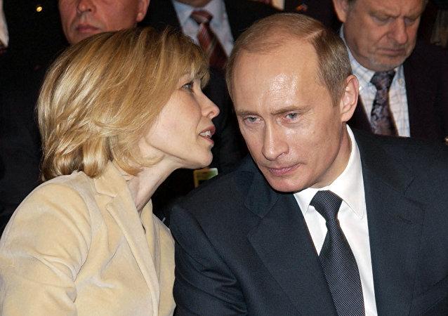 Doris Schroder-Kopf y Vladímir Putin (archivo)