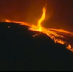 Llamas del infierno: captan un asombroso 'tornado de fuego' en Portugal