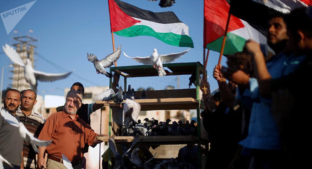 Palestinos celebrando el acuerdo entre Hámas y Al Fatah