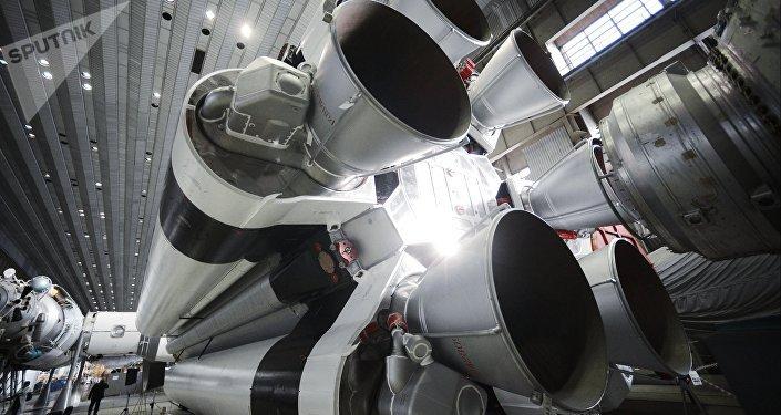 Montaje de un cohete Protón en el centro Jrúnichev