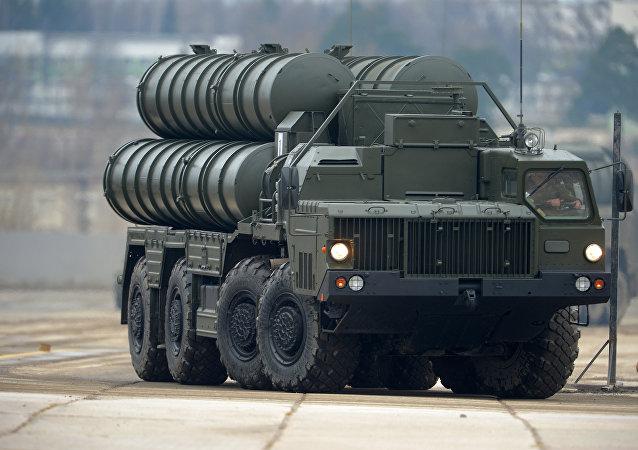 Sistema de misiles S-400, cuya apariencia se acerca la del S-500, todavía no pública