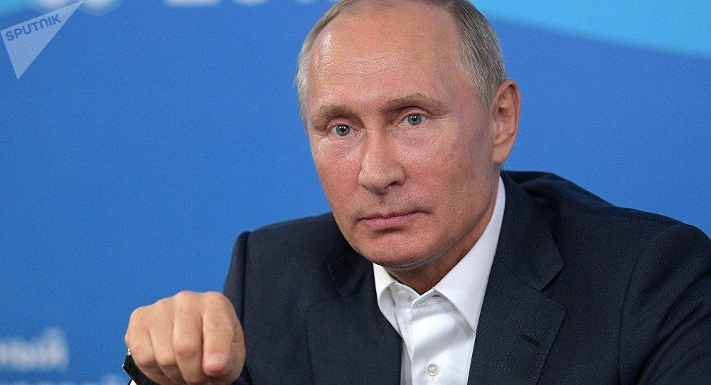 Vladímir Putin, presidente de Rusia, durante un discurso ante los participantes del Festival Internacional de la Juventud y los Estudiantes que se celebra en Sochi