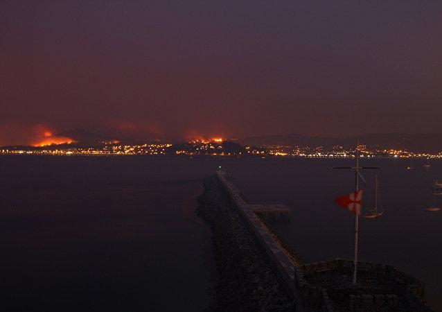Decenas de incendios llenan Galicia