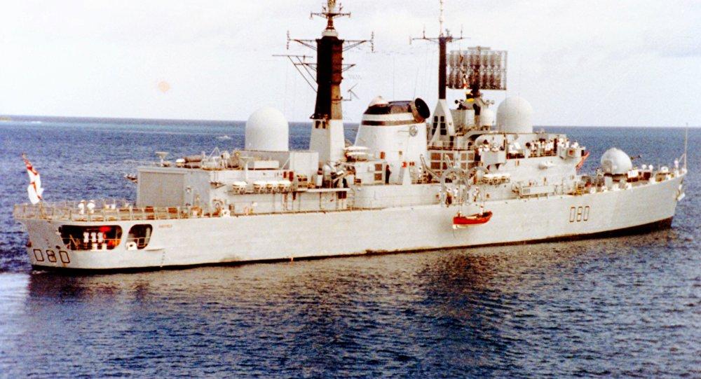 El destructor británico HMS Sheffield en 1982