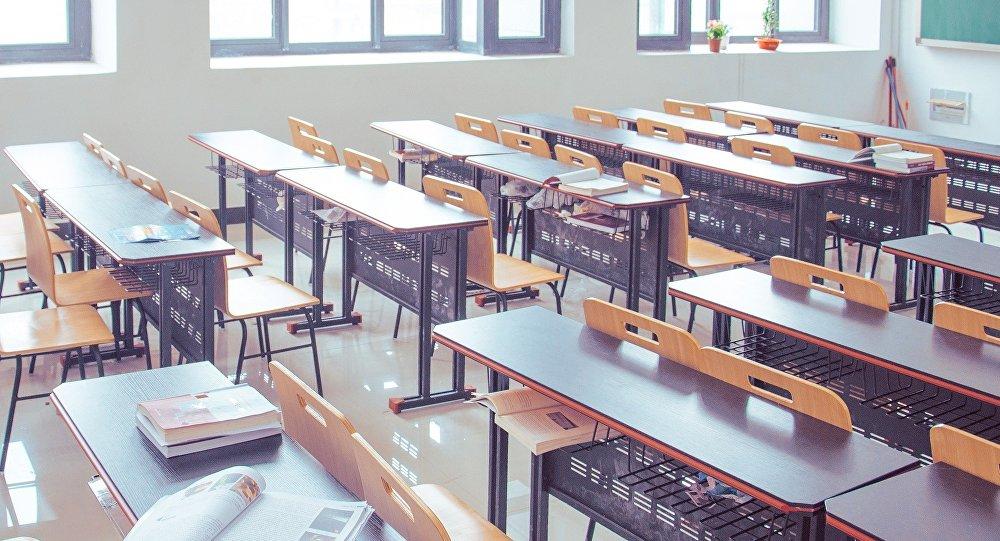 Maestra racista pide 'hablar americano' y alumnos latinos dejan la clase
