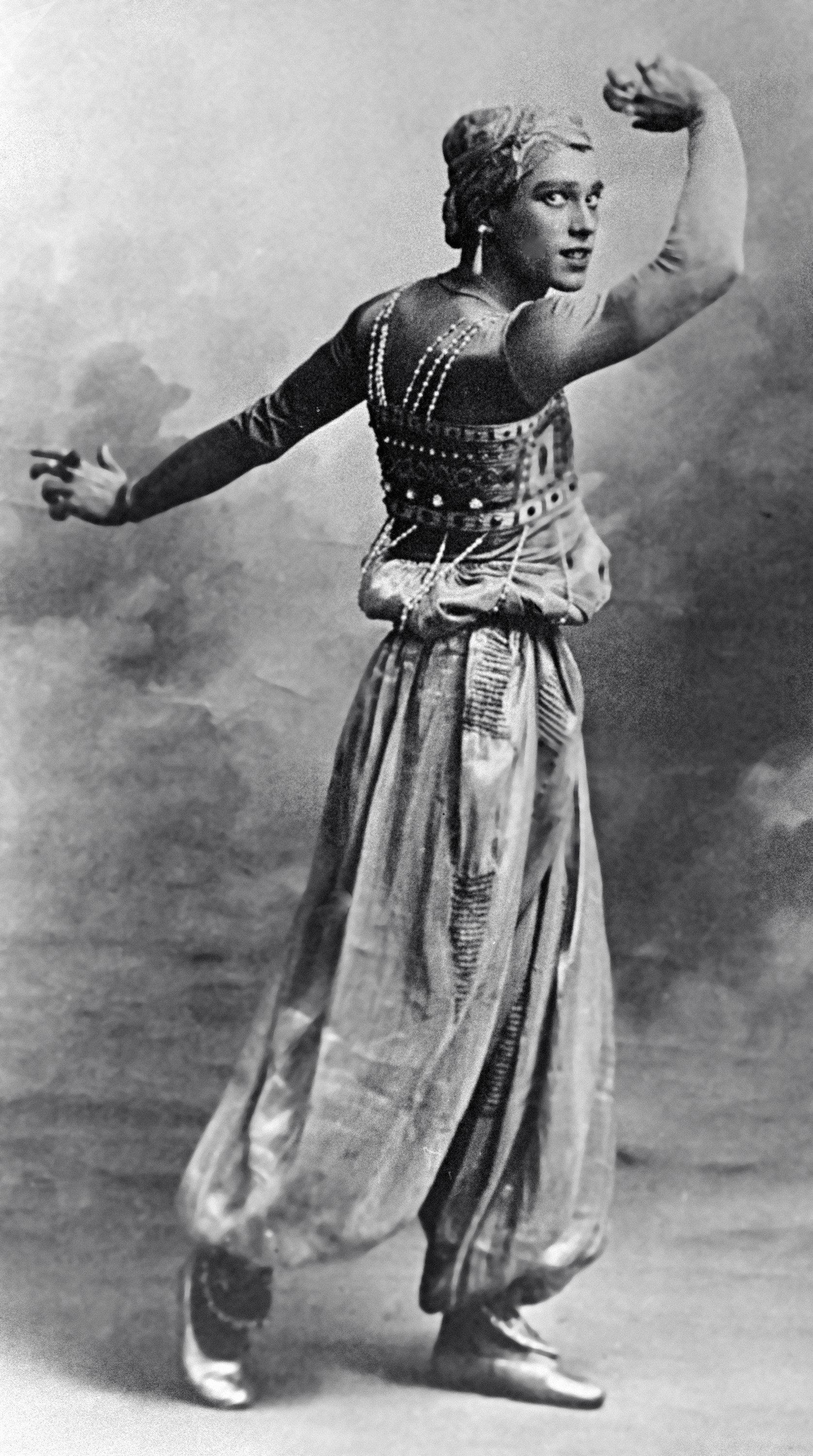 Vaclav Nijinsky, bailarín de 'Les Ballets Russes', interpretando un papel en 'Scheherezade', de Nicolai Rimsky-Korsakov.