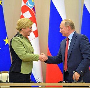 La presidenta de Croacia, Kolinda Grabar-Kitarovic, y el presidente de Rusia, Vladímir Putin