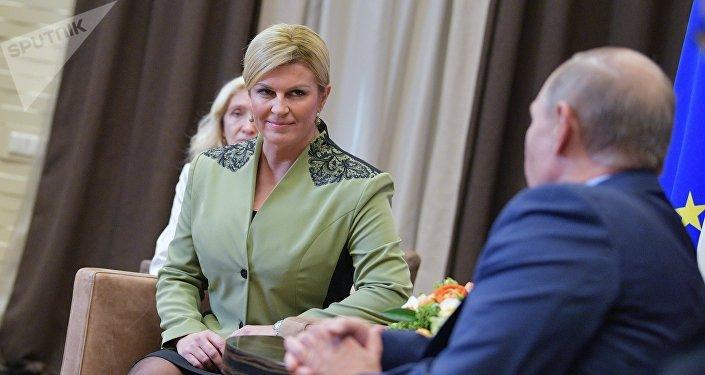La presidenta de Croacia, Kolinda Grabar-Kitarovic, y Vladímir Putin