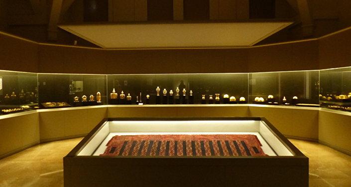 Sala con objetos de la cultura Quimbaya en Museo de América, Madrid