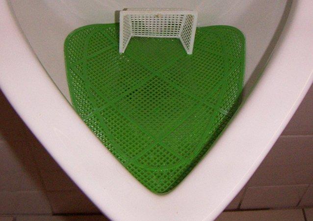 Un urinario futbolero (archivo)
