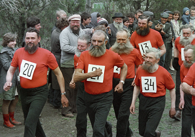 Los staroveri durante una competición deportiva (archivo)