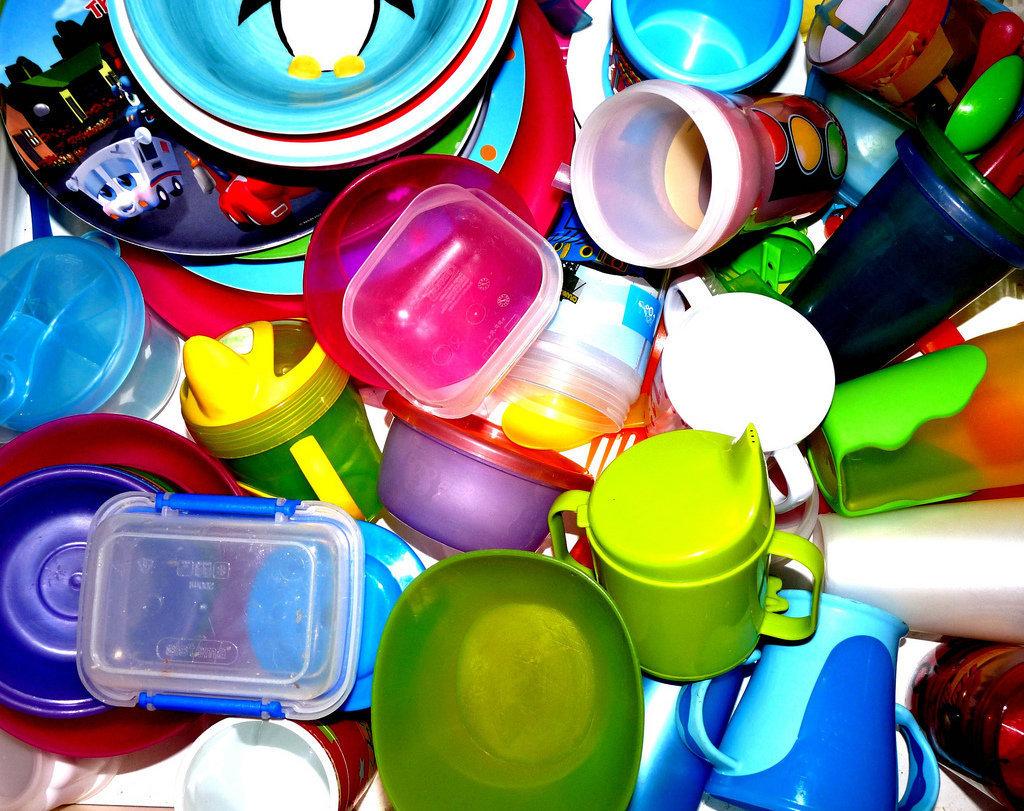Utensilios de plástico propios de la cocina