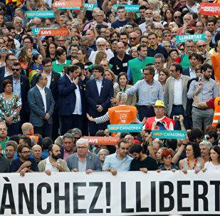 Los dirigentes catalanes se manifiestan en Barcelona junto con la población en contra de la aplicación del artículo 155 de la Constitución Española