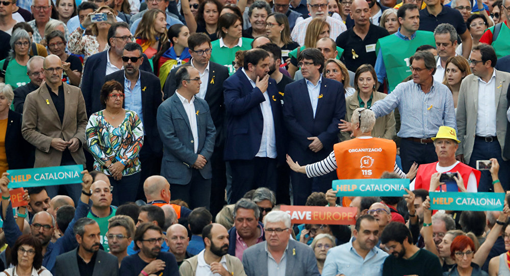 Miles de manifestantes protestan en Barcelona contra medidas de Rajoy