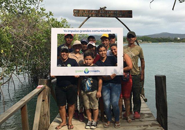 Foto de los beneficiarios del proyecto del PNUD de la comunidad San Jacinto, en Manabí
