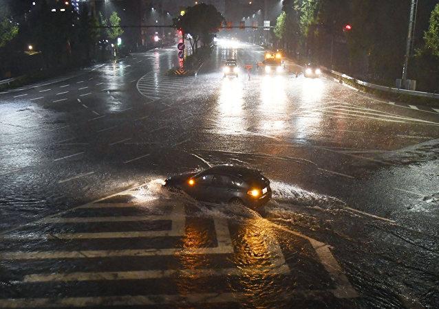El tifón Lan en Japón