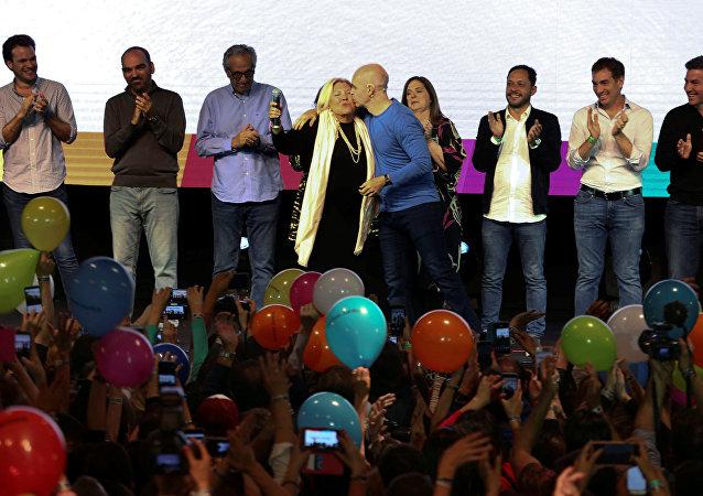 Diputada reelecta, Elisa Carrió, y jefe de Gobierno de la capital, Horacio Rodríguez Larreta