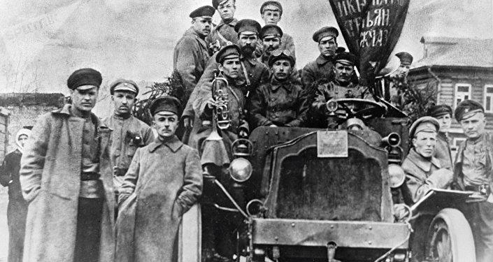 Los soldados participantes de la Revolución de Octubre en Moscú