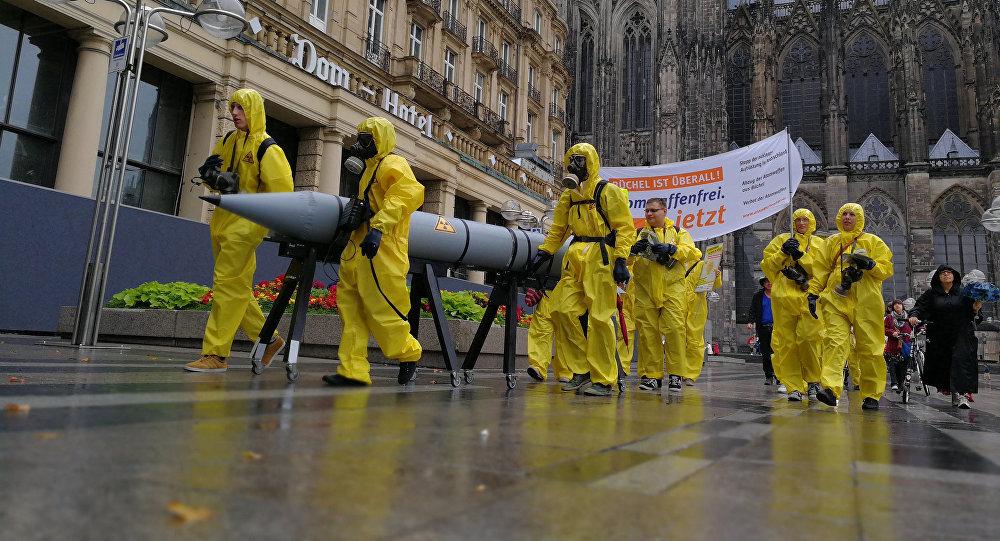 Unos activistas se manifiestan en contra de las armas estadounidenses nucleares en Alemania desde Colonia (archivo)