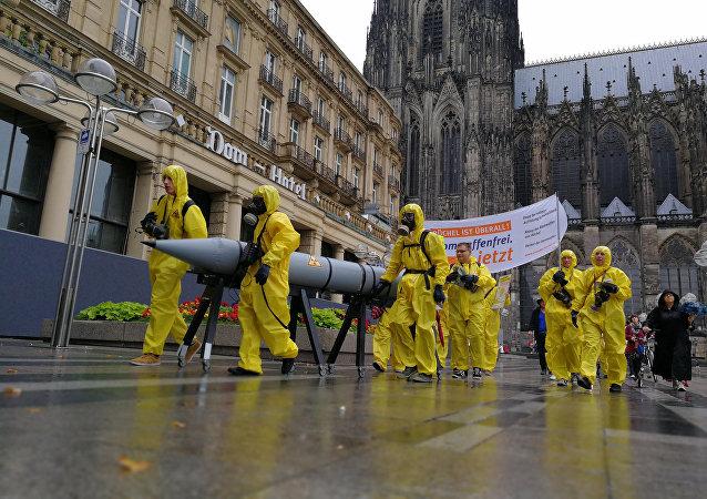 Unos activistas se manifiestan en contra de las armas nucleares estadounidenses en Alemania desde Colonia (archivo)
