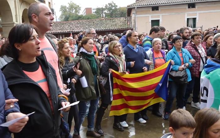 Cientos de vascos participan en una movilización para apoyar a Cataluña