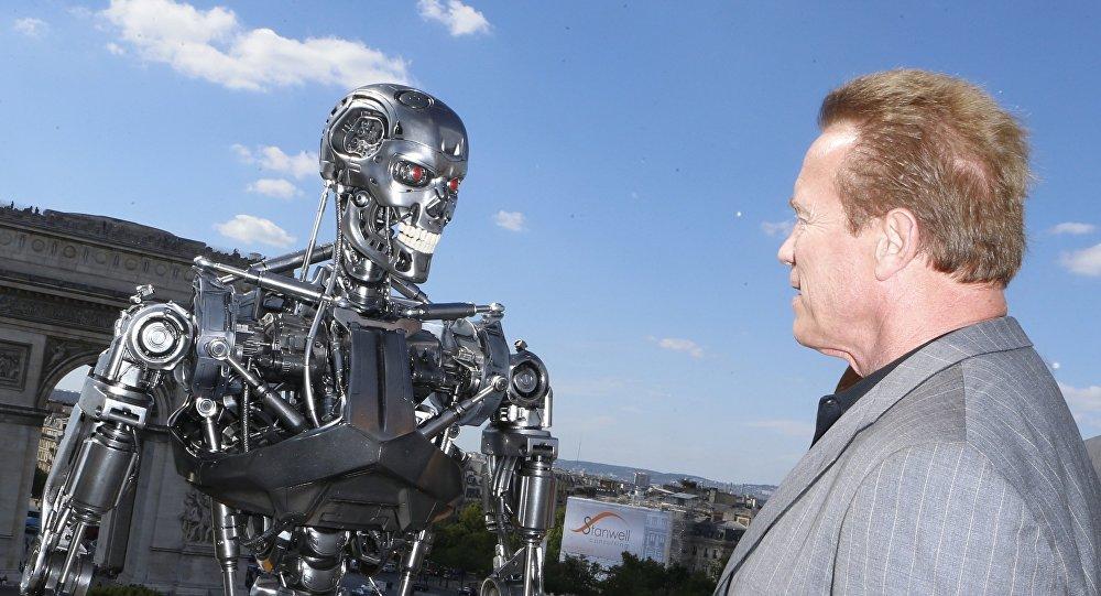 Arnold Schwarzenegger posa para los fotógrafos en la promoción de la película 'Terminator: Genisys'