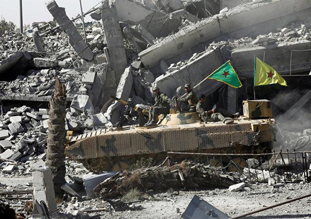 Fuerzas Democráticas Sirias en la ciudad de Al Raqa