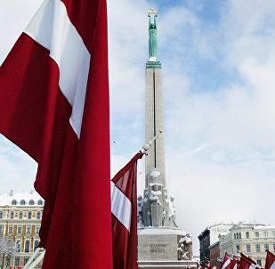 La bandera de Letonia en Riga
