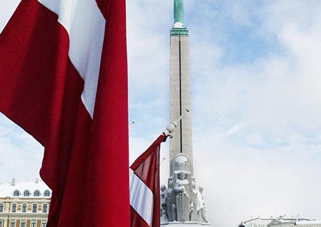 La bandera de Letonia en Riga (archivo)