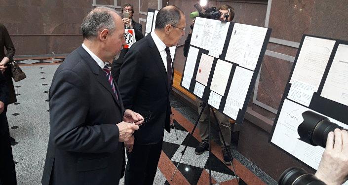 Serguéi Lavrov y Ricardo Lagorio recorren la muestra
