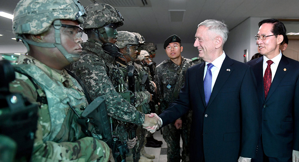 El secretario de Defensa de EEUU, James Mattis, y su homólogo surcoreano, Song Young-moo