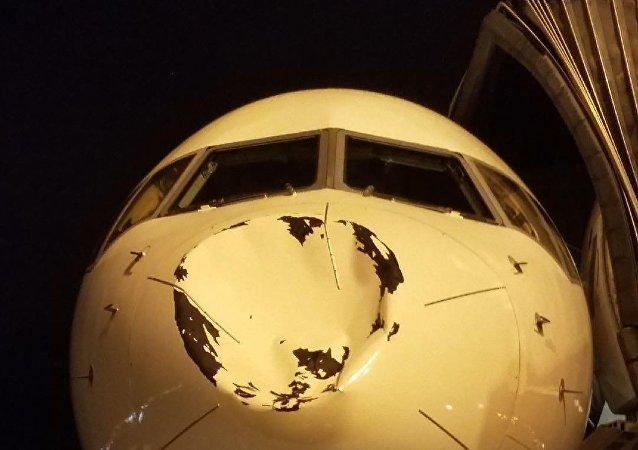 El avión del equipo de la NBA Oklahoma City Thunder después del impacto