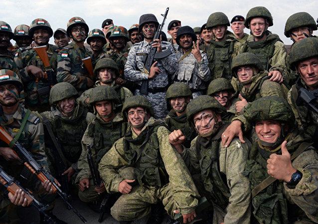 Los militares de la Flota del Pacífico y del Distrito Militar Este de Rusia y de las Fuerzas Armadas de la India durante las maniobras Indra-2017
