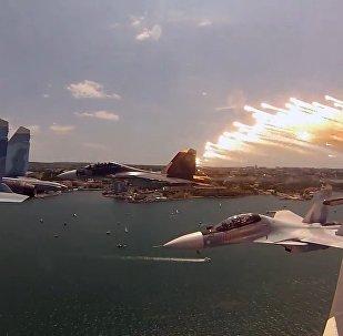 Impactante vídeo del novedoso caza polivalente ruso Su-30SM en el cielo