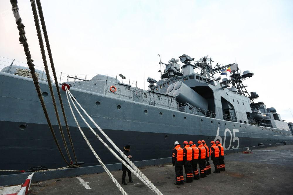 Los buques que tiñen de gala la bahía de Kola