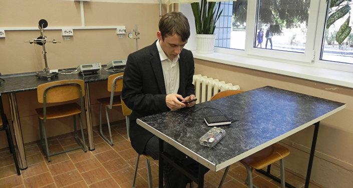 Dmitri Sevastiánov, inventor del detector de hidrocarburos en forma de gas para teléfonos móviles