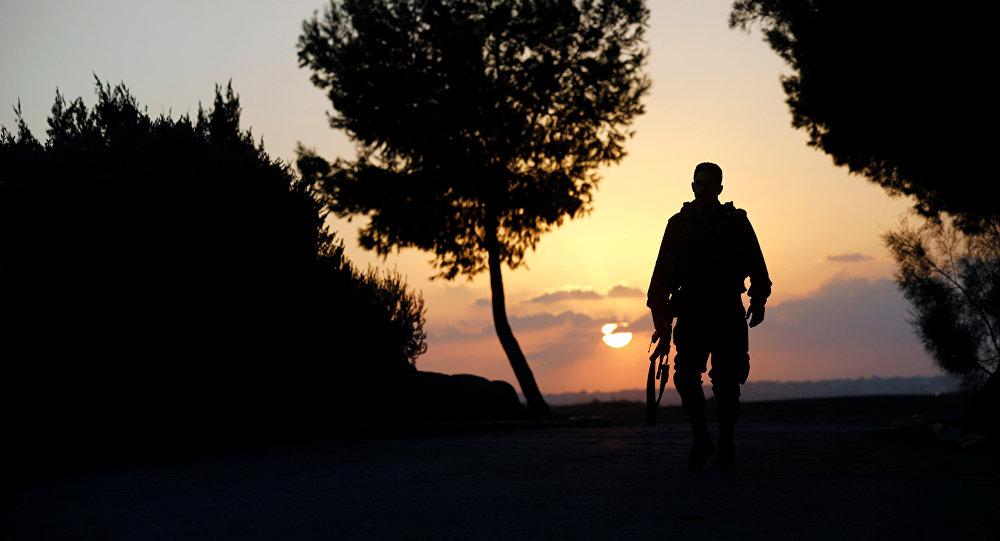 Soldado israelí cerca de la frontera con la Franja de Gaza (archivo)