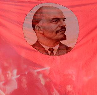 Bandera con la imagen de Vladímir Lenin, ex líder de la URSS (archivo)