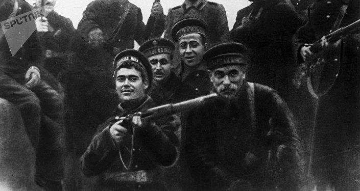 Marineros bálticos, participantes en el asalto al Palacio de Invierno en Petrogrado en octubre de 1917